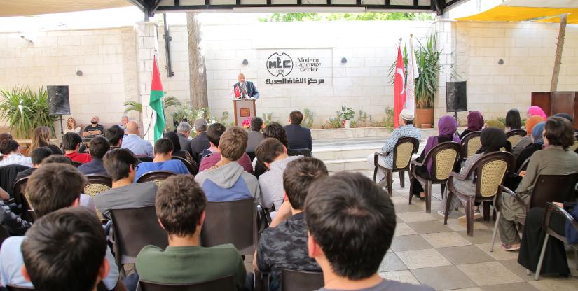 السفير التركي في مركز اللغات الحديث لتخريج الطلاب الأتارك 2019 الاستاذ فارس عوض مدير المركز