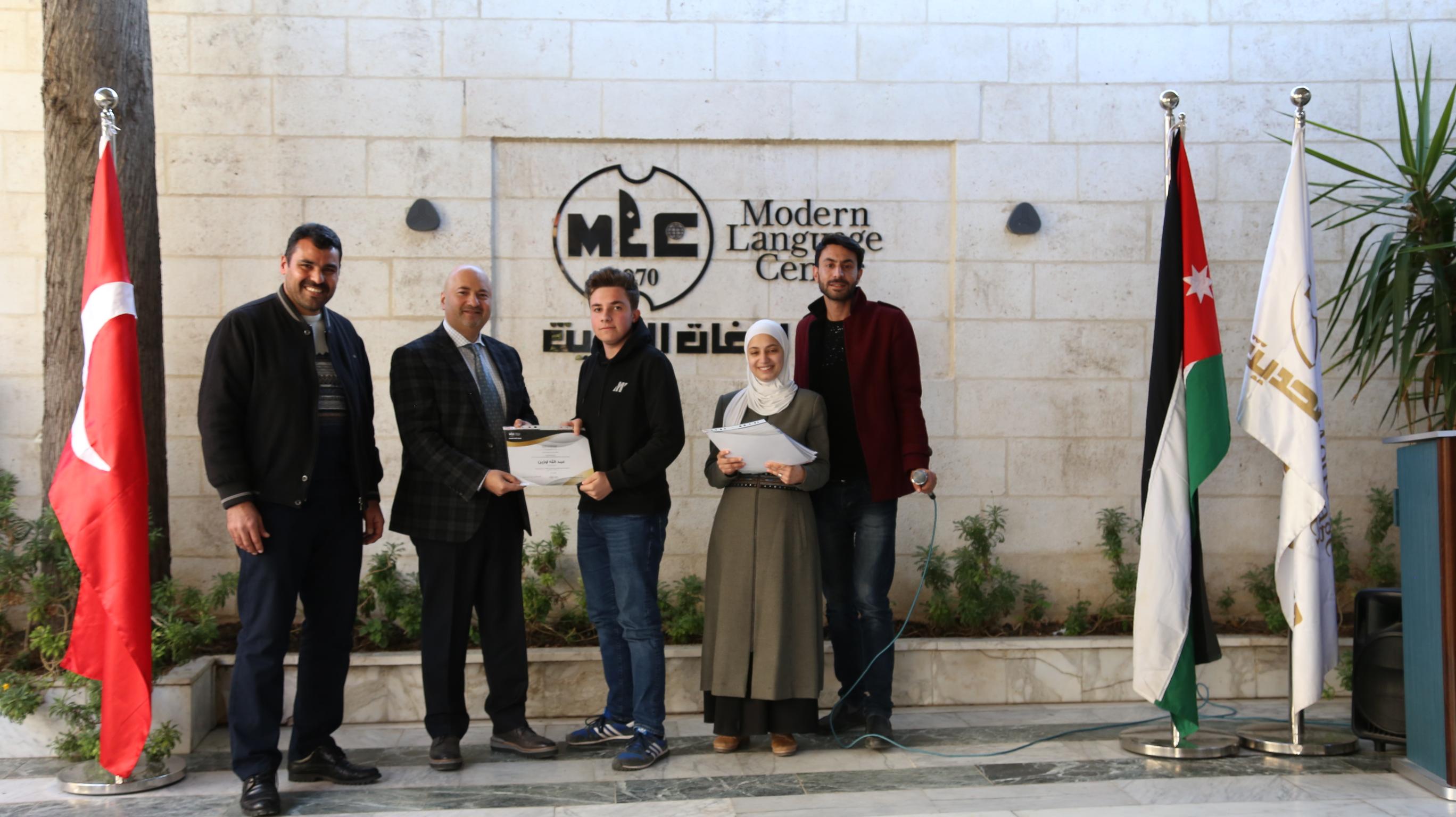 مركز اللغات الحديث: تخريج مركزنا مجموعة جديدة من الطلبة الأتراك.